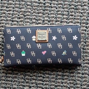 Brand new dooney and bourke leather logo wallet